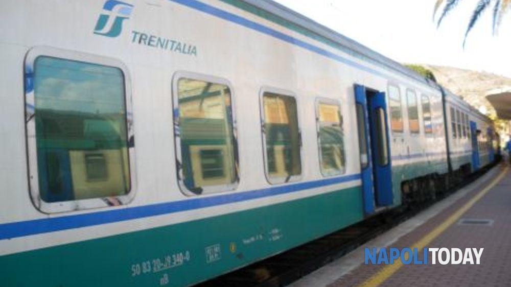 Treno diretto a Napoli travolge e uccide una persona in ...