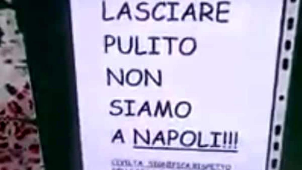 Cartelli a Pordenone: «Iniziativa di un cretino, già rimossi»