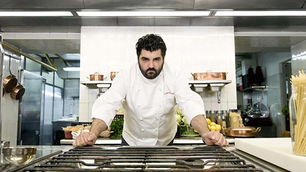 Cucine da incubo cannavacciuolo ospita per la prima for Euromobilia quarto napoli cucine
