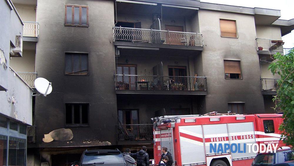Foto incendio mobilificio arredo design ad arco felice napoli for Mobilificio napoli