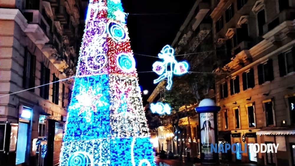 Luci Di Natale A Napoli.Luci Di Natale 2018 L Elenco Delle Strade Illuminate A Napoli