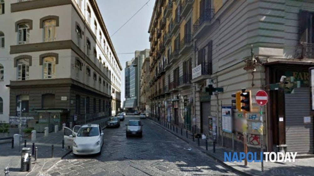 Napoli sportello per gay e lesbiche via porta di massa - Porta di massa napoli ...
